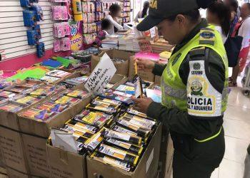 Policía aduanera incauta más de 8 mil útiles escolares en operativos contra el contrabando.