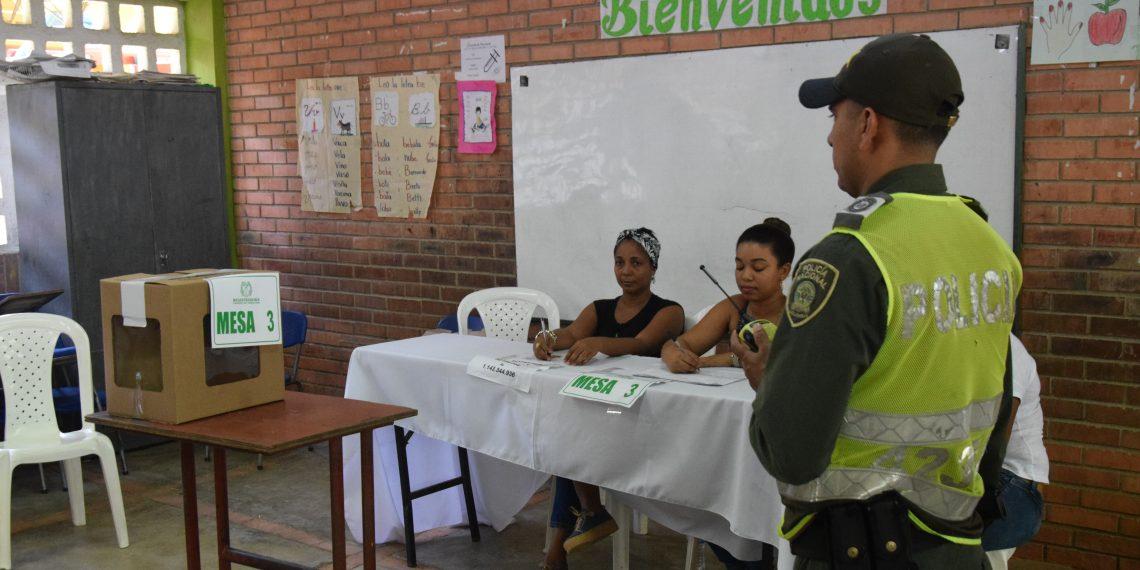 Policía custodia más de 2 mil 400 mesas de votación en Cartagena