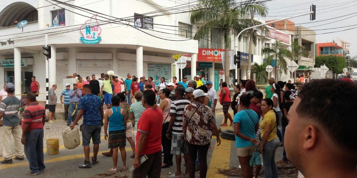 Con protestas exigen agua potable en Turbaco Bolívar.