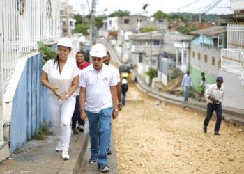 Alcaldesa Wong y gerente de Edurbe inspeccionan obras en Cartagena.