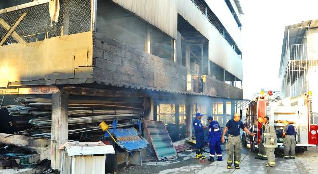 Incendio en Mamonal acabó con una bodega de la familia Arismendi Andrade.