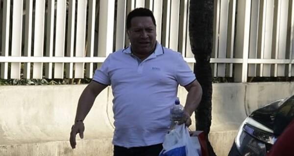 Ex alcalde Manolo Duque se entregó a la Fiscalía en Cartagena.