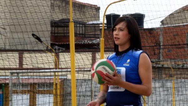 Mujer trans utiliza el deporte para abrir espacios de inclusión en Colombia.
