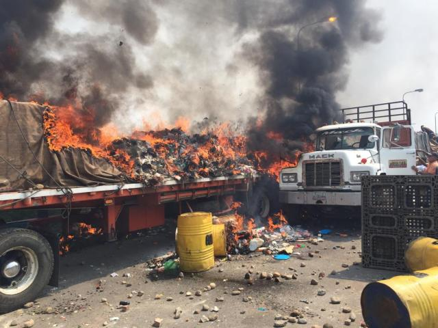 """""""Salvajismo y  Barbarie"""" para bloquear ayuda humanitaria en la frontera colombo venezolana."""