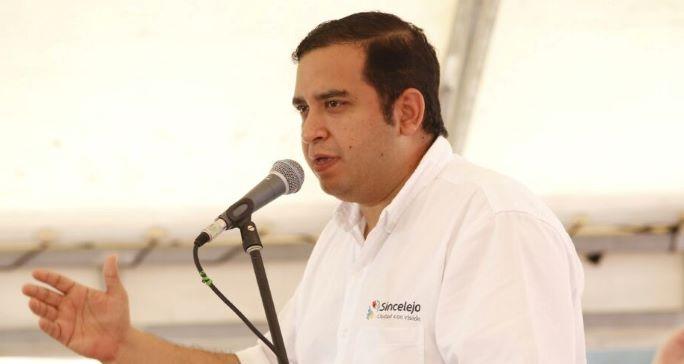 Abren investigación contra el alcalde de Sincelejo por presunta participación en política.