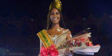 Estefanny Meza Olascuaga, nueva reina de las fiestas de Independencia.