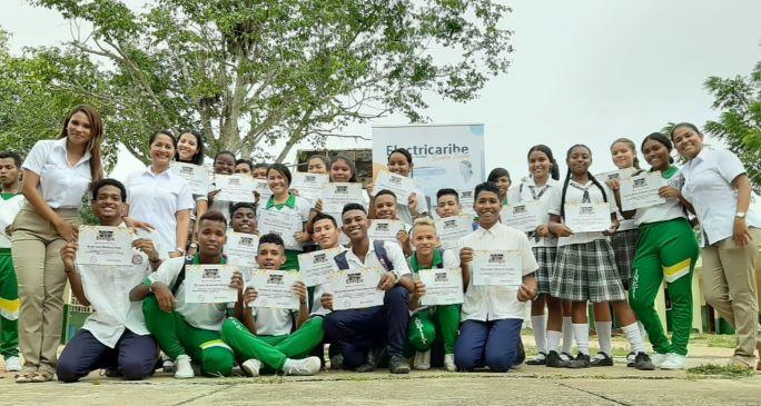 En Bolívar certifican a estudiantes como guías de la energía.