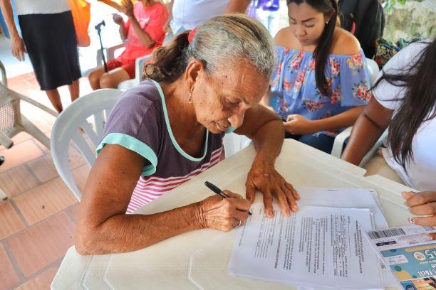 Adultos mayores pueden cobrar subsidios hasta el 27 de diciembre.