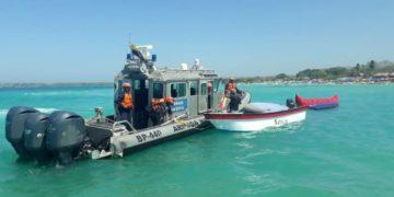 Guardacostas siguen buscando a un turista norteamericano desaparecido en Isla Periquito.