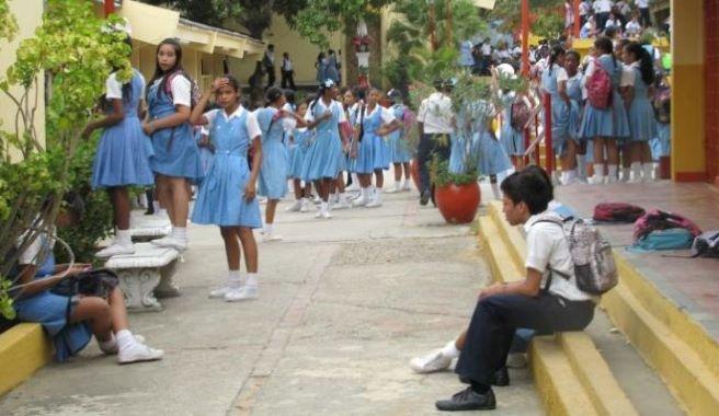 Contratos temporales para garantizar limpieza y cuidado en colegios de Cartagena.