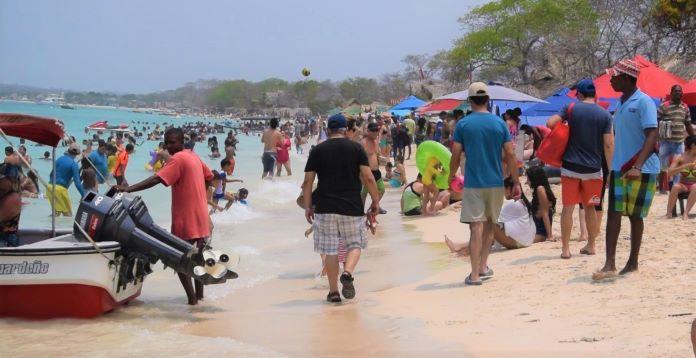 Playa Blanca desbordó su capacidad y fue cerrado el paso hacia esa zona de Cartagena.