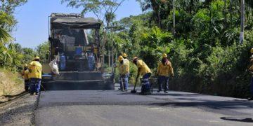 Gobernador Blel inspeccionó obras en zona de los Montes de María.