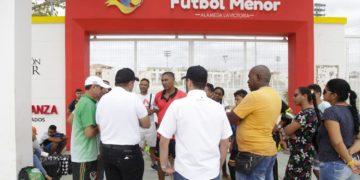 """IDERBOL exige terminar obras en el «Templo del Fútbol Menor""""."""