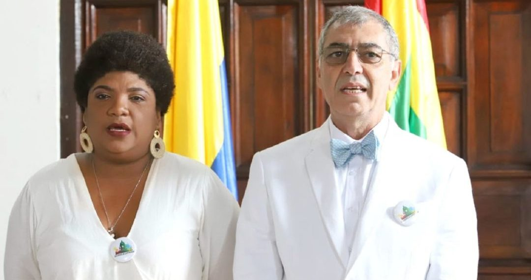 Cinthya, el títere que el alcalde bufón usa para fingir que ama a los negros