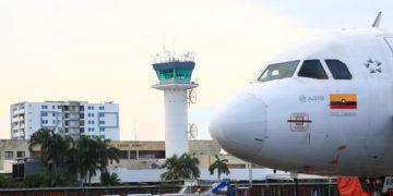Colombia suspenderá vuelos comerciales y restringirá transporte terrestre hacia municipios.