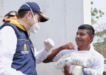 Gobernador entrega mercados y kits de aseo en cabildo indígena Zenú