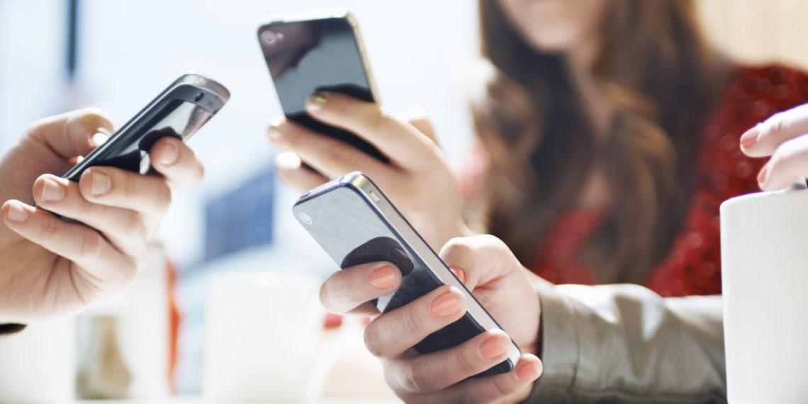 Informe revela que los celulares albergan más de 600 bacterias