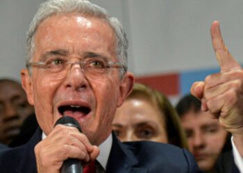 Como olvidar a Uribe