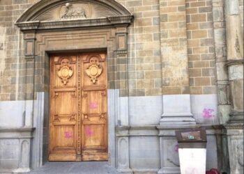 Feministas proaborto vandalizaron la iglesia de San Ignacio en Medellín