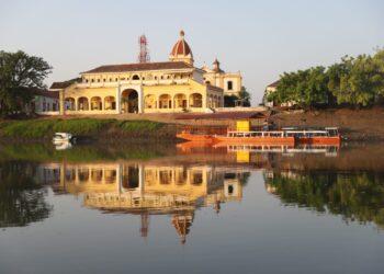 Gobernador de Bolívar presenta agenda para impulsar el turismo en Mompox